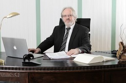 Rechtsanwalt & Notar a. D. Ernst Schillmöller